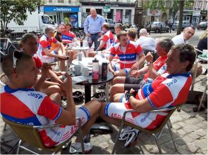 26 riders, many in 45RC club kit created quite a sight at their stop on Bedford Market Square